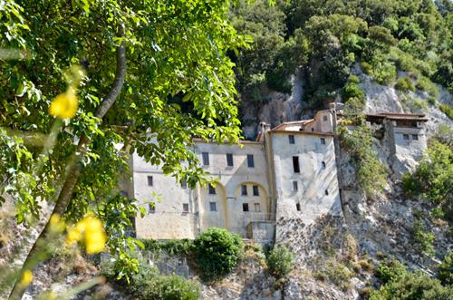 Una veduta dell'esterno del Santuario di San Francesco a Greccio