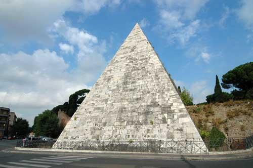Roma, al via il restauro della Piramide di Caio Cestio