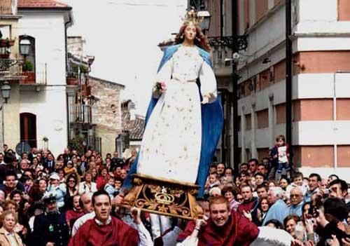 """Abruzzo, ad Introdacqua la """"Madonna che ve'le"""""""