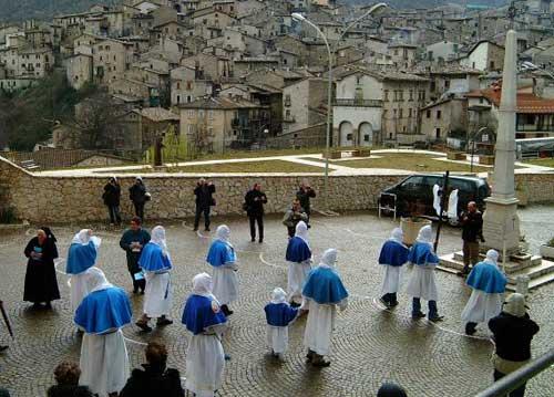 Abruzzo. La Processione degli Incappucciati a Scanno