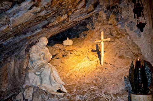 La statua di San Benedetto a Subiaco