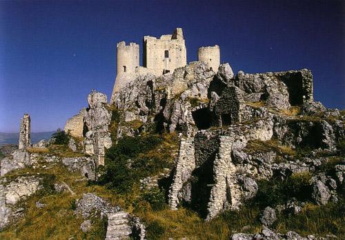 """Abruzzo. A Calascio per la """"III passeggiata alla Rocca"""""""