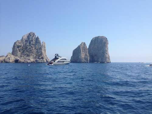 Una veduta dei faraglioni di Capri