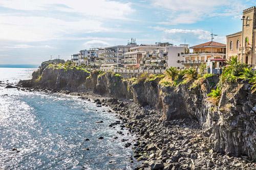 Mototurismo. Sul numero di ottobre, Italiavirtualtour vi porta in Sicilia