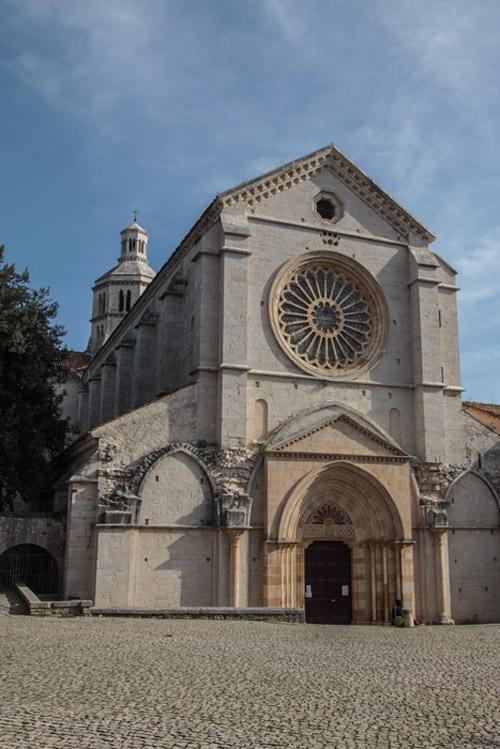 La facciata dell'Abbazia di Fossanova