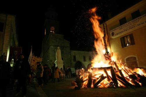 """A Nusco dal 17 gennaio rivive """"La Notte dei Falò"""""""