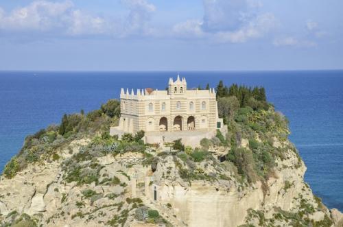 Santa Maria dell'Isola a Tropea