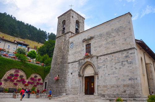 """Abruzzo: la particolare Processione della """"Desolata"""" di Pescasseroli"""