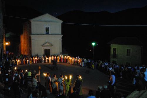 """Venerdì Santo: la Processione del Cristo Morto """"illumina"""" la notte di Contigliano"""