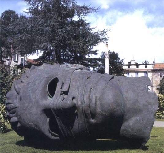 Pisa. L'arte contemporanea invade Piazza dei Miracoli