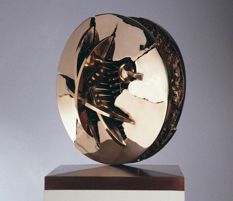 Puglia. La scultura di Pomodoro nei castelli federiciani
