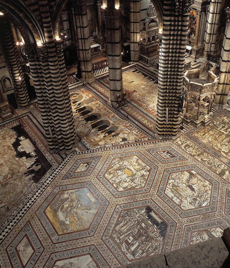 Una veduta del pavimento del Duomo di Siena