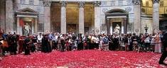 Domenica 24 maggio: petali rossi al Pantheon per la Pentecoste